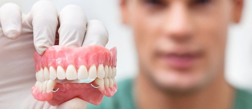 kachestvennoe-lechenie-i-protezirovanie-zubov-v-stomatologii-na-vojkovskoj